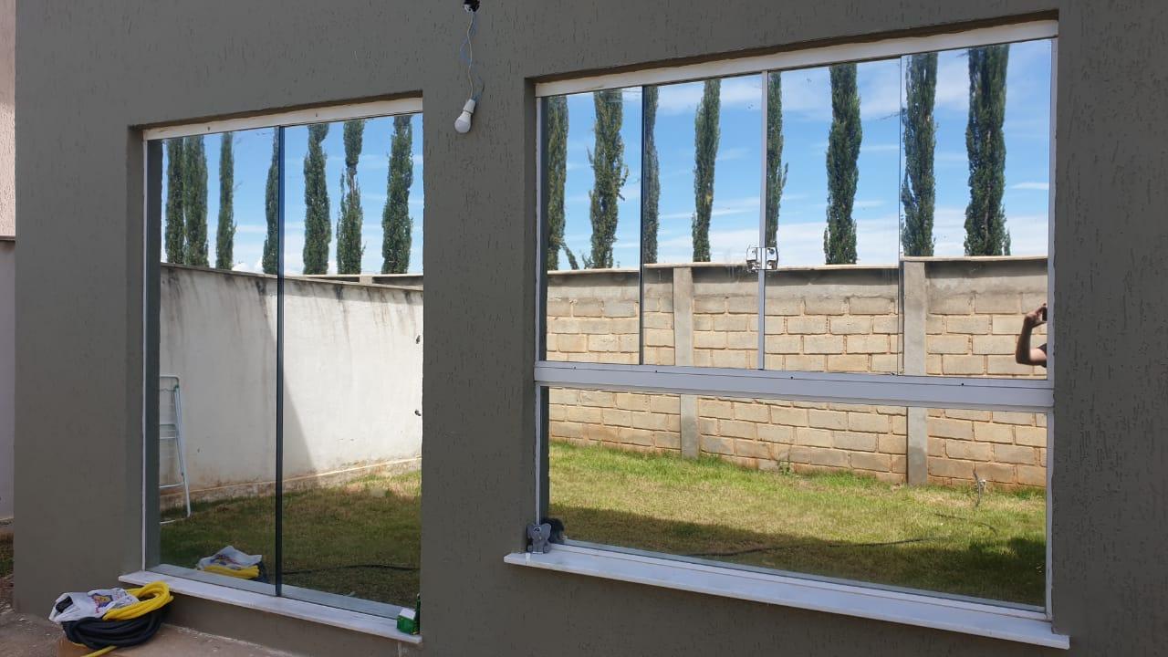 Insulfilm Comercial, Residencial e Automotivo no bairro Santa Tereza